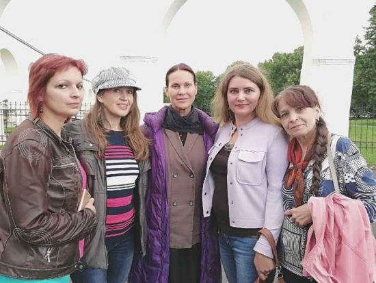 Марианна (на фото слева) с Ириной Чериченко (в центре)