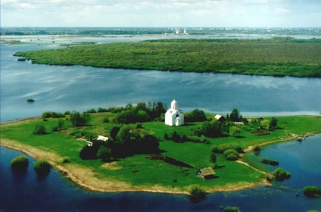 Церковь Нико́лы на Ли́пне